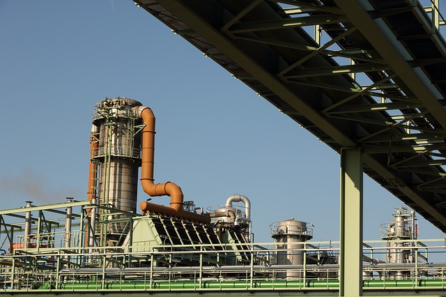 Widok na fabrykę chemiczną