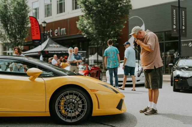 Sprowadzane samochody luksusowe
